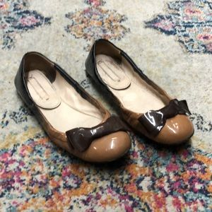 Prada brown patent leather bow tie flats size 8.5